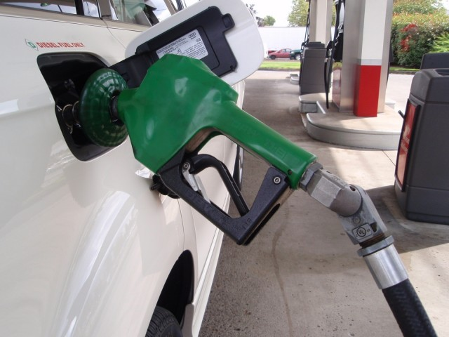 diesel-filling-nozzle_100226530_m