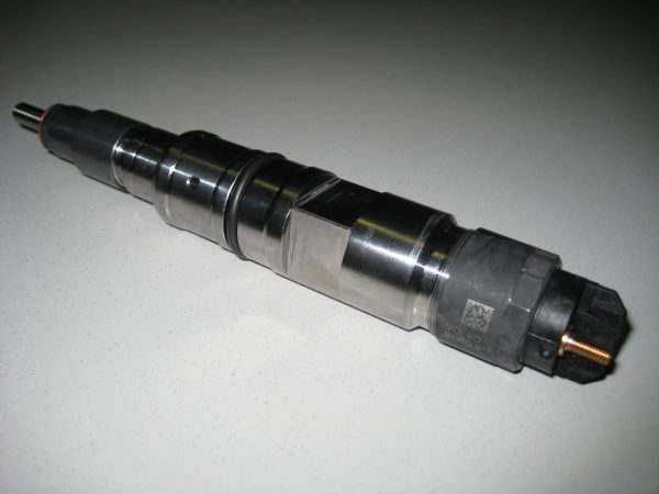 Bosch_common_rail_injector-600x450